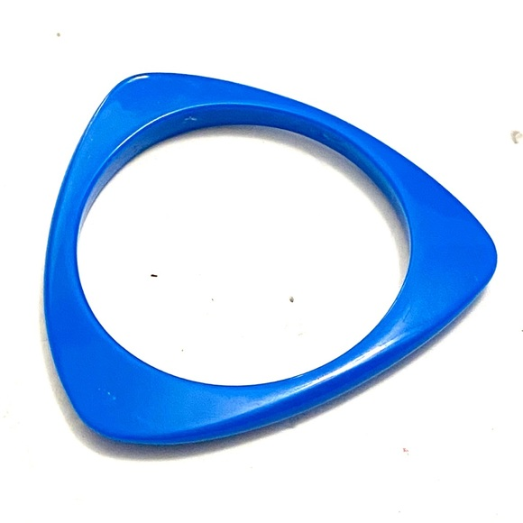 Vintage Jewelry - Vintage blue plastic triangular bangle bracelet